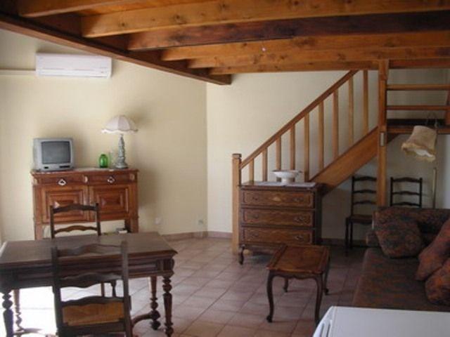 Appartement 2 pièces avec mezzanine de 40 m² environ pour 3 personnes situé à l'entrée du village, dans un quartier c...