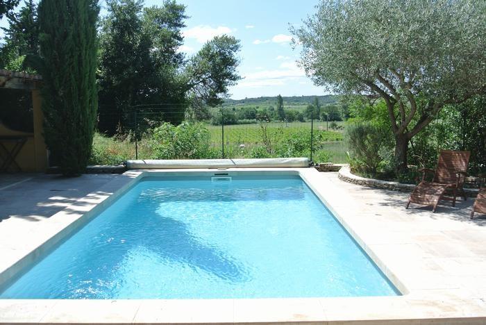 la piscine et la terrasse en pierre de bourgogne v