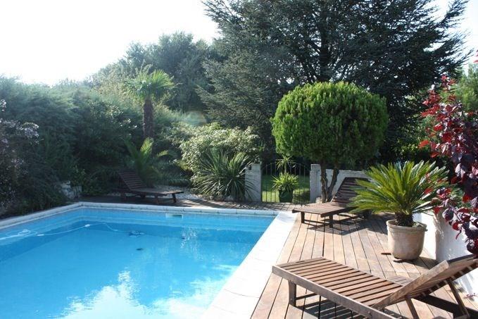 L'Hacienda est une villa très agréable située dans un coin résidentiel de Rochefort du Gard (Languedoc Roussillon).