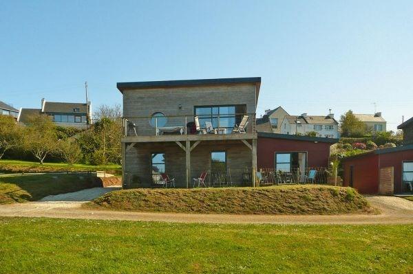 maison offrant une belle vue sur le port de l'ABER-WRAC'H pour 8- 10 personnes