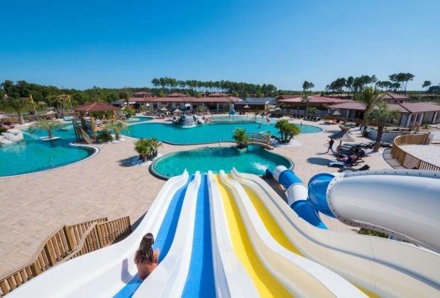 PROMO Mobil home 4pers. à partir de 190€ la semaine Camping 5* au bord du LAC DE BISCARROSSE avec grand parc aquatiqu