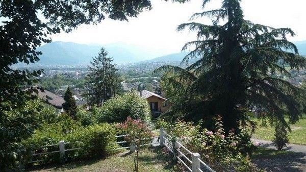 Agréable 4 pièces dans une maison sur les hauteurs d'Annecy. Vue dégagée sur le bassin annécien.