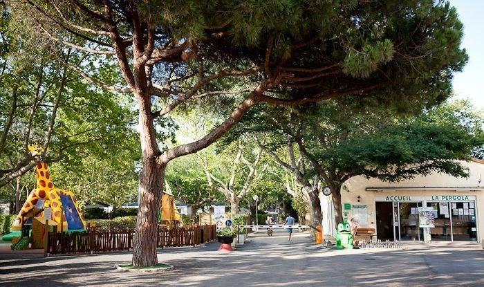 Camping La Pergola ****, 48 emplacements, 126 locatifs