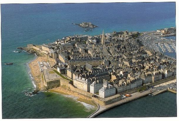 Location vacances Saint-Malo -  Appartement - 6 personnes - Cour - Photo N° 1