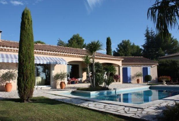 Vladia est une ravissante maison de vacances, située au calme dans un quartier résidentiel de Caumont...