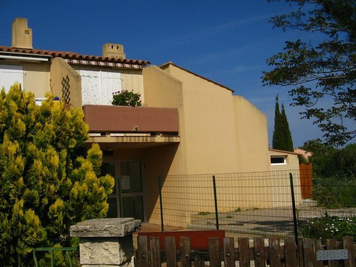 Location vacances La Londe-les-Maures -  Appartement - 4 personnes - Salon de jardin - Photo N° 1