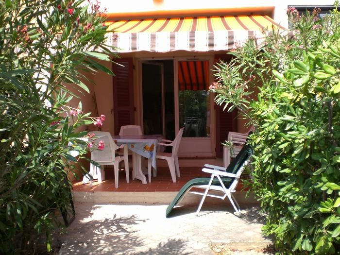 Location vacances Saint-Mandrier-sur-Mer -  Appartement - 4 personnes - Chaise longue - Photo N° 1