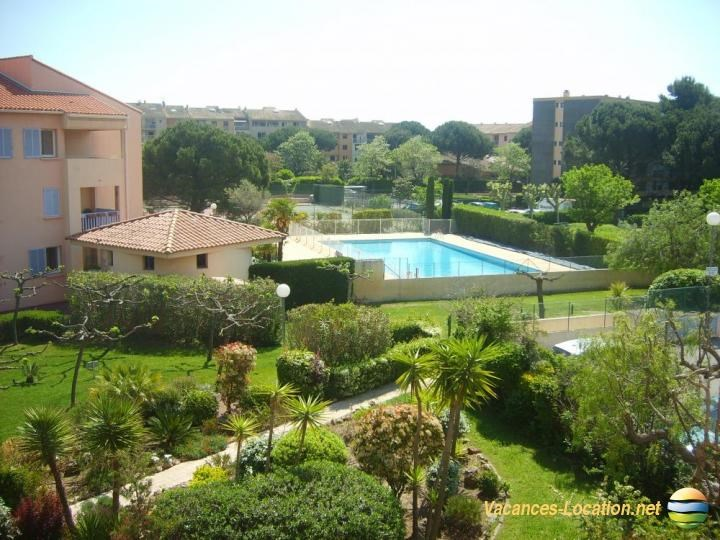 Location vacances Fréjus -  Appartement - 5 personnes - Court de tennis - Photo N° 1