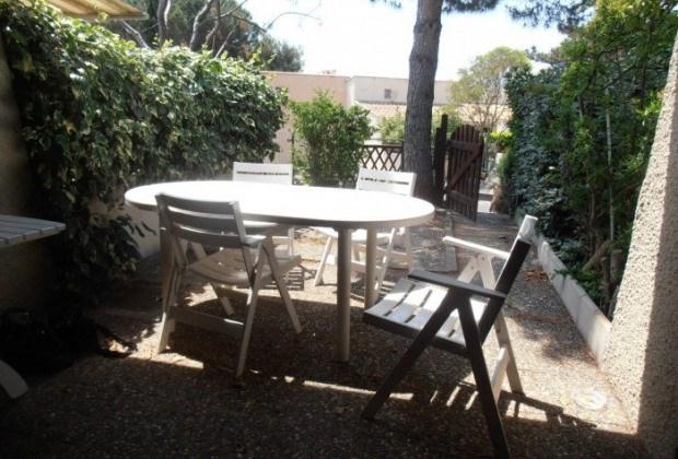 Location vacances Agde -  Maison - 4 personnes - Salon de jardin - Photo N° 1