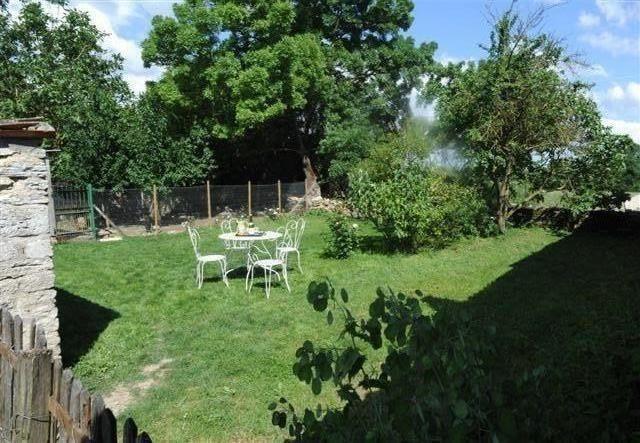 Location vacances Genouillé -  Maison - 8 personnes - Barbecue - Photo N° 1