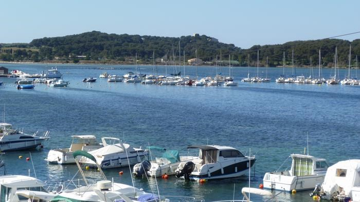 Holiday rentals Six-Fours-les-Plages - Apartment - 4 persons - Television - Photo N° 1