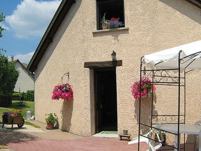 Gîte n°375 à Bourg-Fidèle - à 24.5 km de Charleville-Mézières. Maison indépendante sur le même terrain que la maison ...