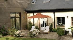 Location gite ou bien des chambres d'hôtes avec piscine couverte et grand jardin