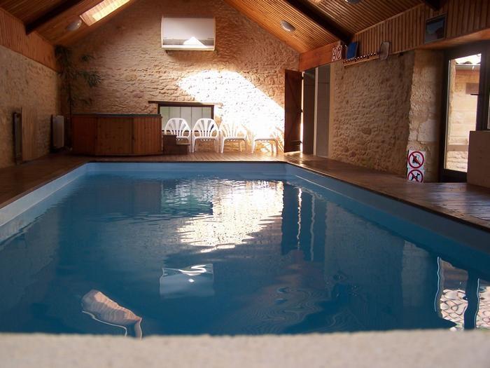 piscine interieure / jaccuzy