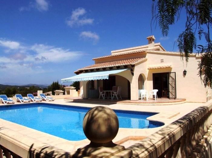 Jolie villa pour 6 personnes avec piscine privée, située à Javéa. Dotée de 3 chambres, elle pourra accueillir 6 locat...