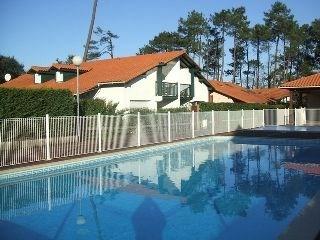Villa-patio de 55 m² environ pour 6 personnes située à 300 m du port, à 2000 m des plages et à 90...