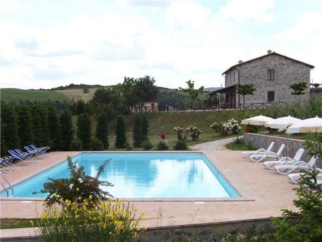 Il Mulinaccino est une superbe maison de campagne qui conviendrait pour un domaine agricole, qui s'étend sur 18ha.