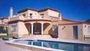Villa indépendante avec piscine. Vue sur la mer et la montagne.