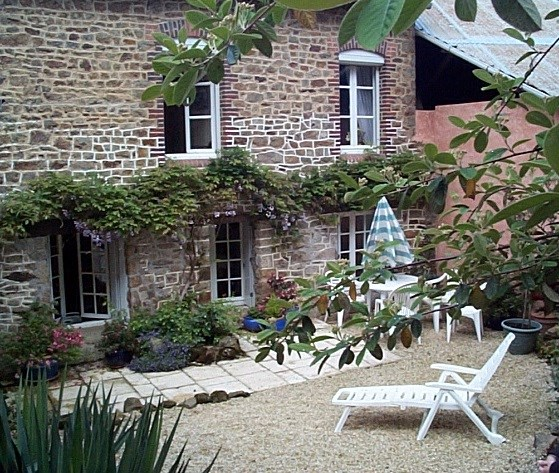 Location vacances Saint-Marcan -  Maison - 6 personnes - Barbecue - Photo N° 1