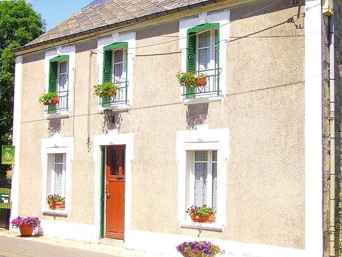 Gîte n°365à Liart - à 33 Km de Charleville-mezieres Maison indépendante avec terrain clos 120 m², à la sortie du vill...
