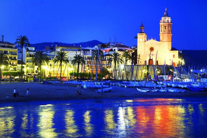 Bel appartement à Roses en Espagne pour 4 personnes avec parking devant la porte  à 5 minutes à pied de la plage