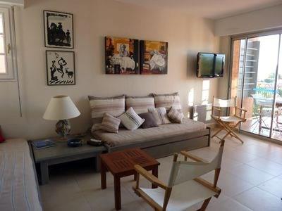 Saint TROPEZ centre, appartement 2 personnes dans résidence de standing, avec gardien et piscine, vue superbe.
