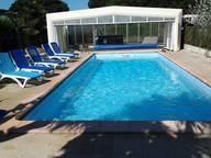 La piscine et le SPA, chauffés, avec abri si besoi