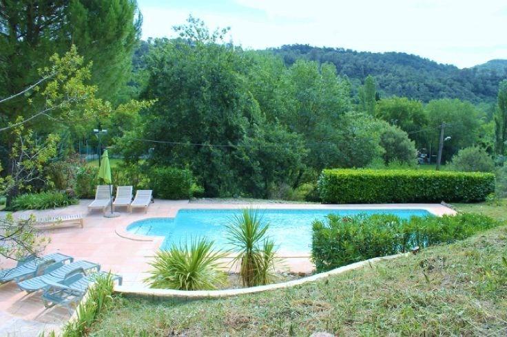 Villa confortable avec grand jardin et piscine privé