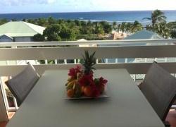 prenez votre petit déjeuner en regardant la mer