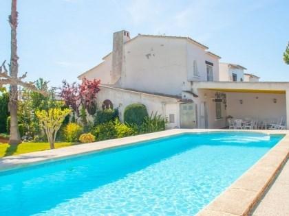 Villa CV AIXO - Belle villa typique espagnole avec piscine privée sur un beau jardin arboré.