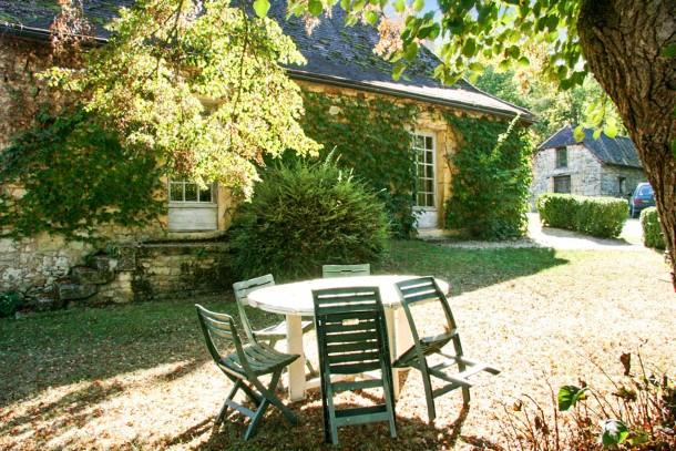Location vacances Aubas -  Maison - 4 personnes - Barbecue - Photo N° 1