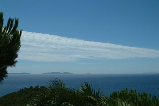 Vue mer et îles de la terrasse du studio.