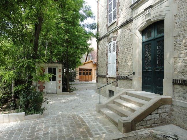 Au fil de Troyes. Les pavés en pierre.