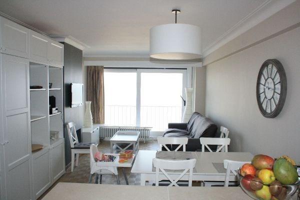 Lumineux appartement 2 ch sur la digue de Duinbergen