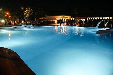 Profitez de l'accès gratuit à l'espace aquatique du Camping-Village Adriano... pour plus de plais...