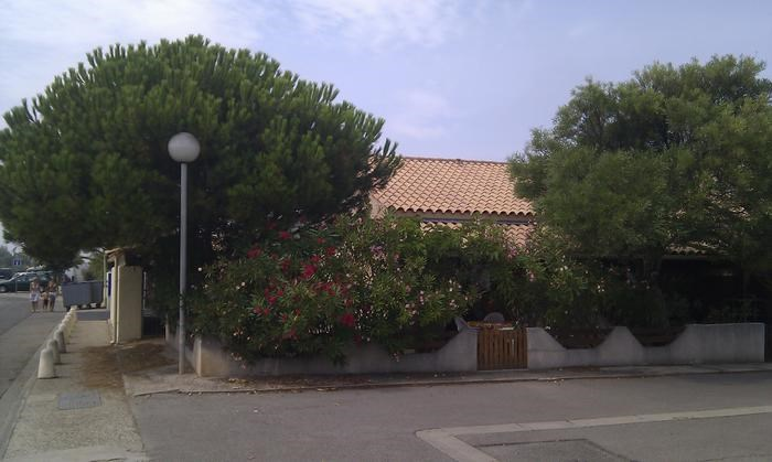 La villa dans son écrin de verdure