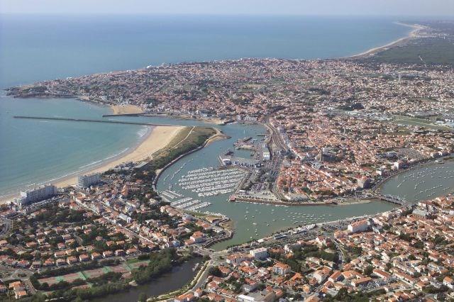 Location vacances Saint-Gilles-Croix-de-Vie -  Appartement - 4 personnes - Câble / satellite - Photo N° 1