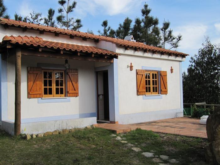 Petite maison dans un terrain clos de 1ha