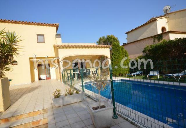 A louer belle villa pour 9 avec piscine privée sur la costa brava  amfo