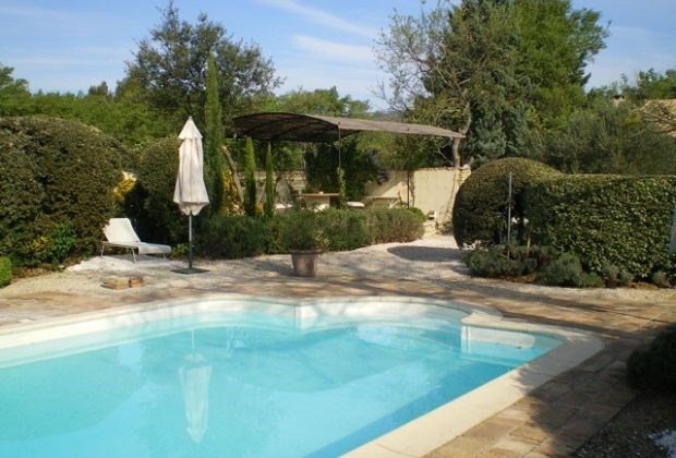 Lou Dickine is a delightful holidayhouse, situated among the vineyards in Gordes (Provence-Alpes-Côte d'Azur).