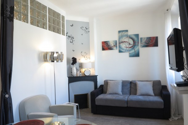 Stylish and Modern 1 Bedroom Rue Florian