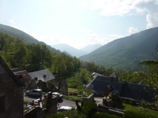 Vue sur le village et la vallée