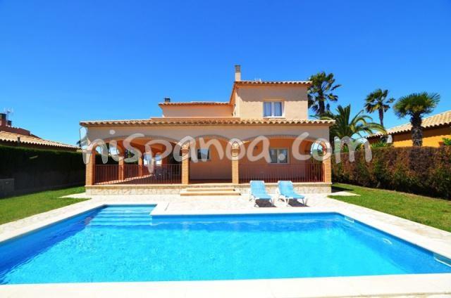 En Espagne belle villa en location sur la Costa Brava proche plage |nau