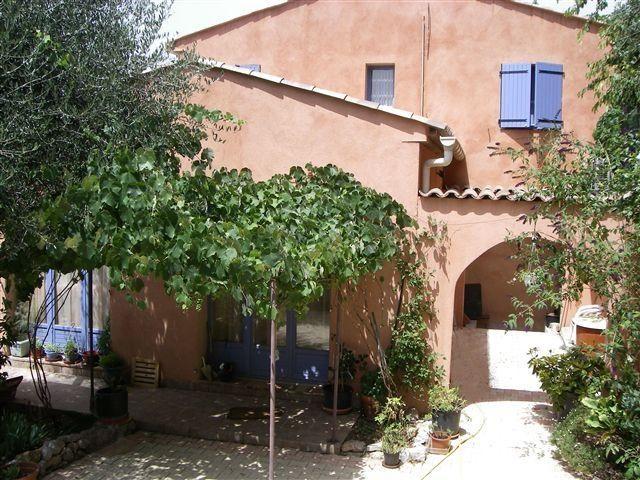 facade est villa