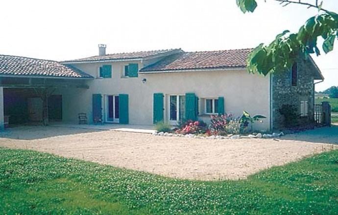 Grande maison face aux Pyrénées