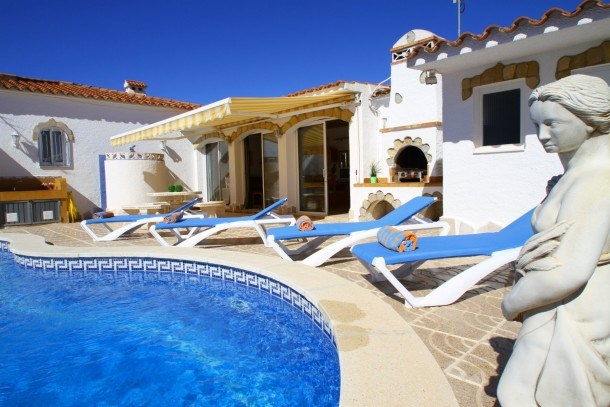 B28 NORA villa con piscina privada y jardín