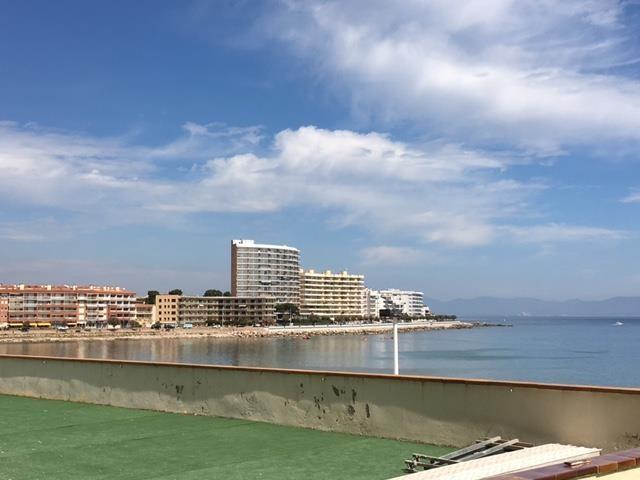 Terrasse de l'appartement sur la digue, vue mer et