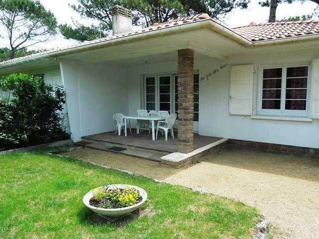 Villa jumelée sise sur jardin clos de 500m² environ à 300 environ de l'océan, 500m d'un petit cen...