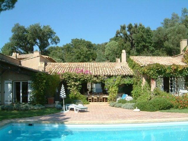 La Pierre est une superbe villa de vacances de luxe (entièrement de plain-pied) située dans le petit village de Beauv...