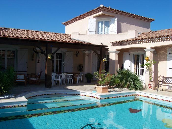 Terrasse, balcon 1er étage, et piscine
